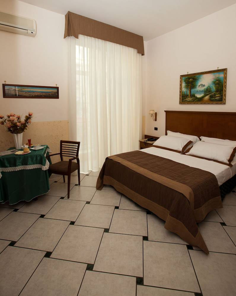 Hotel Garibaldi - Naples