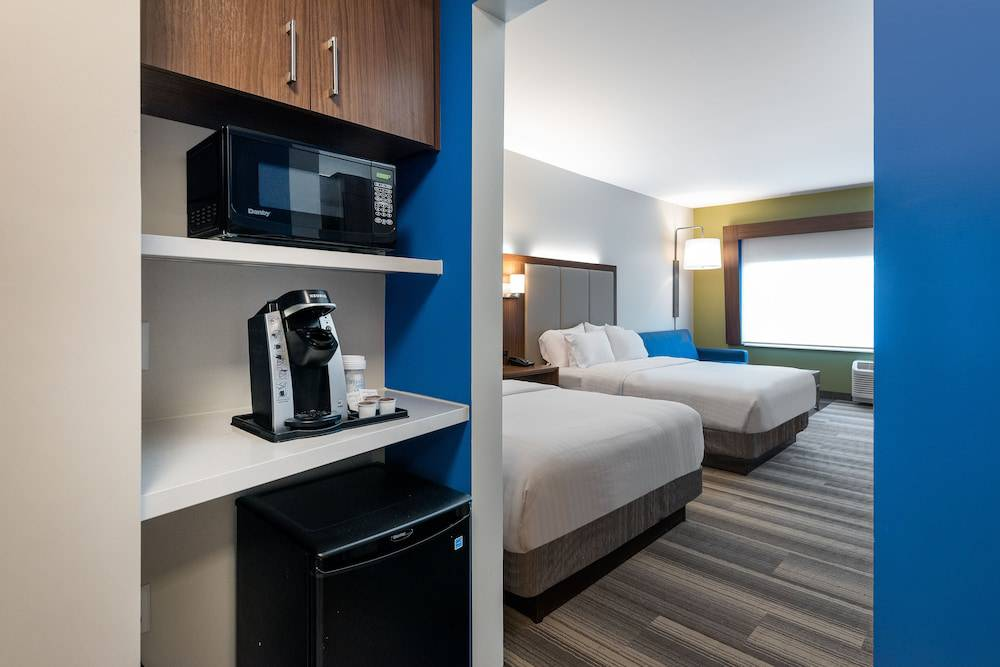 Holiday Inn Express & Suites Queensbury-Lake George Area